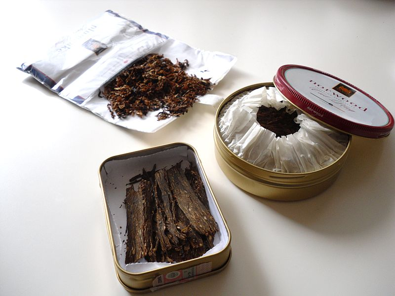 Tobacco tin & rolling paper with tobacco